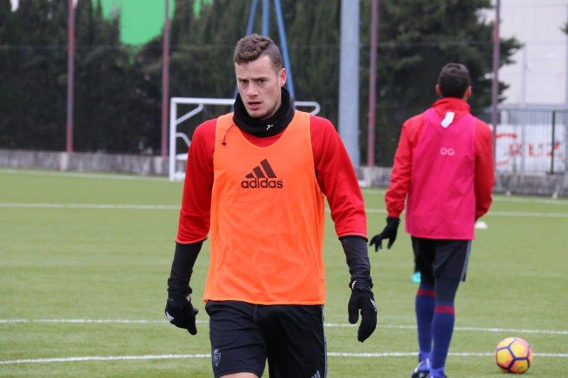 Vasiljevic deja fuera de la convocatoria a Oriol Riera y avisa de que jugará con un punta