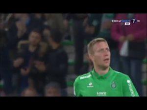 Espectacular asistencia con la espalda de Jaroslav Plasil
