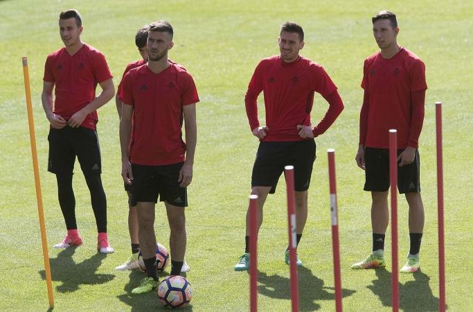 Cinco jugadores sin ficha profesional viajan a Sevilla