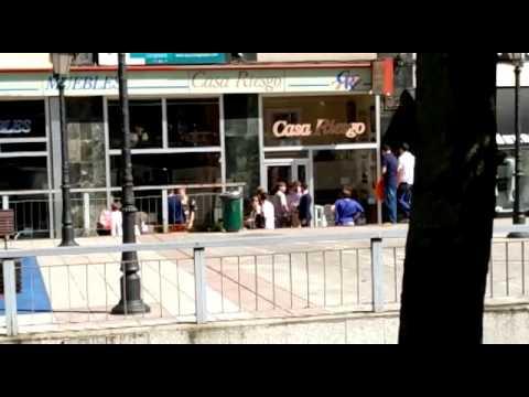 Continúan las protestas en Oviedo por la presencia de Jon Erice en la disciplina del cuadro asturiano