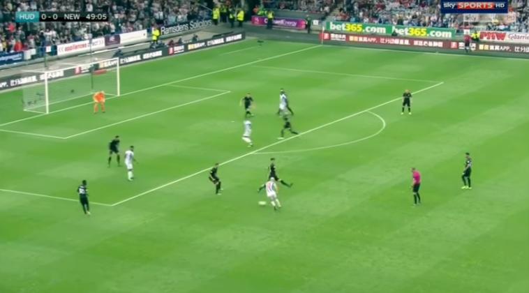 Críticas a Mikel Merino por emplearse con poca contundencia en un gol del rival