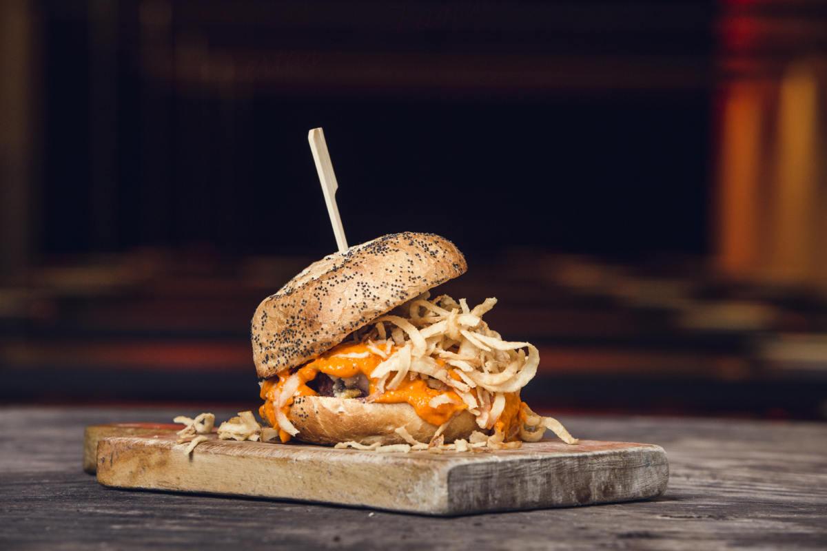 Osasuna + Sofá + The Boss Burger: ¡Pide en Lamudita!